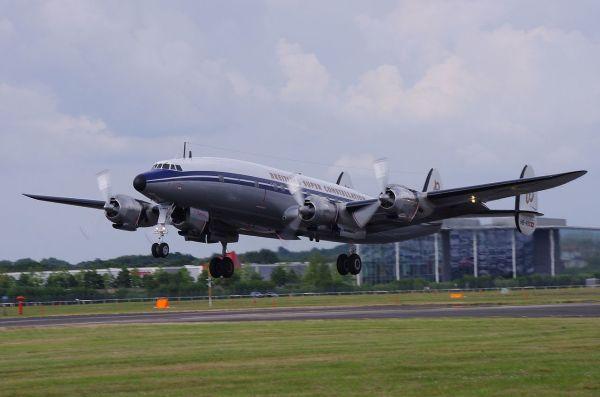 Lockheed_Super_Constellation_(Breitling)_FIA2014_(15116882948).jpg