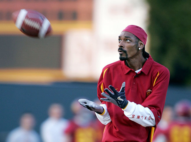 Snoop Dogg S Netflix Series Coach Snoop Shows Another Side Of The Rap Icon The Pulse